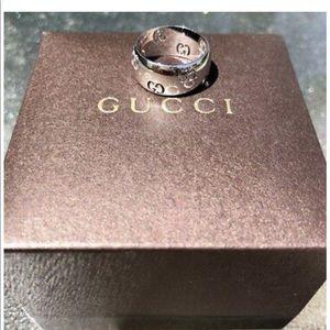 $1990 GUCCI ICON 18K White Gold Band Logo Cutout